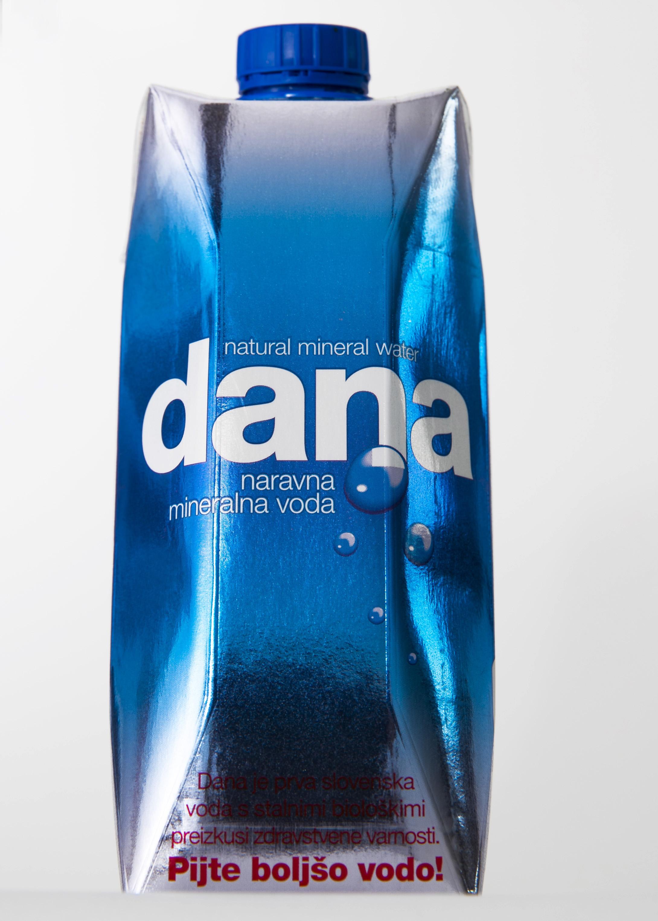 Foto3_naravna mineralna voda Dana v Tetra Prisma Aseptic 750 ml embalaži