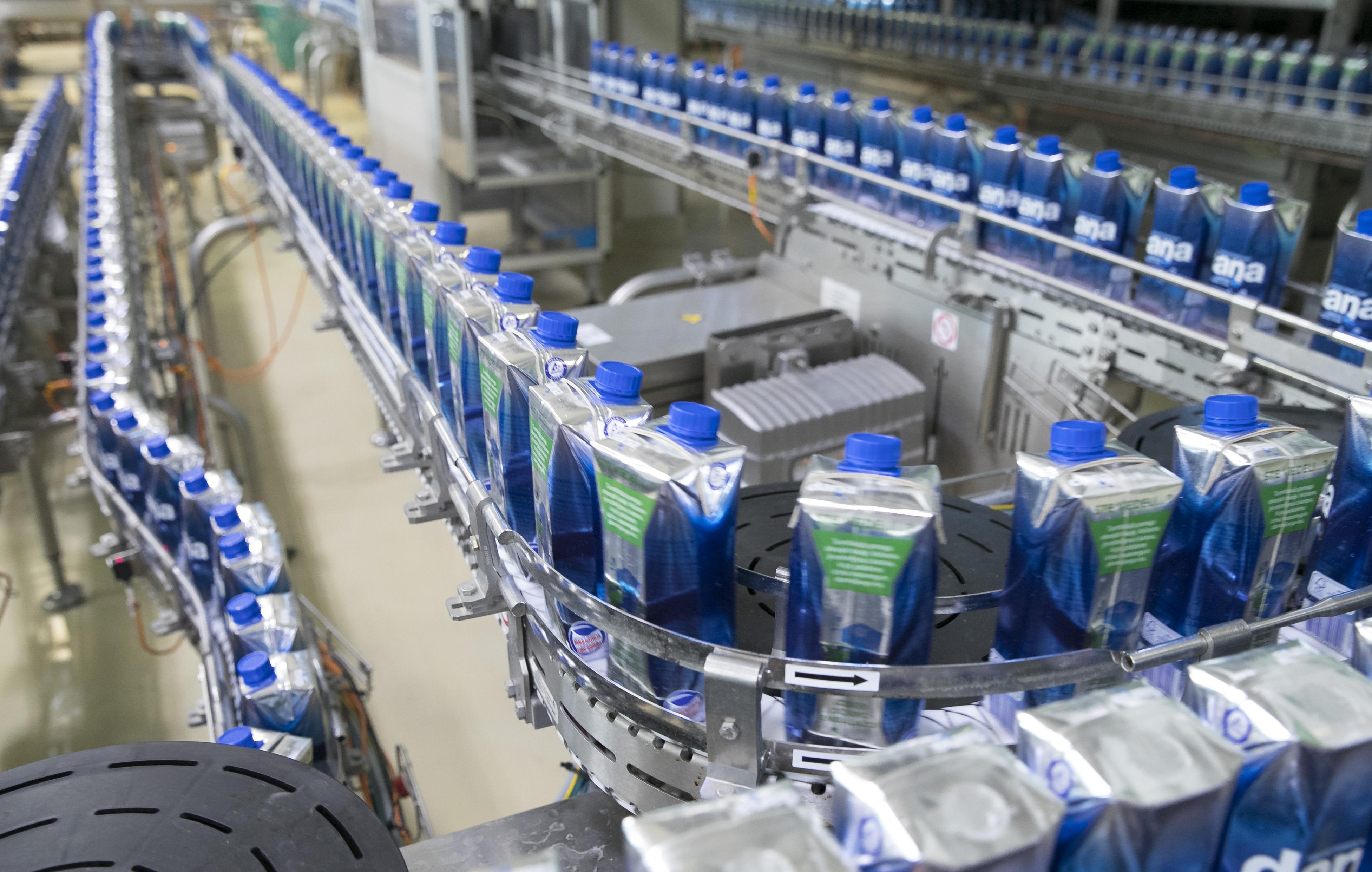 Foto9_naravna mineralna voda Dana v Tetra Prisma Aseptic 750 ml embalaži